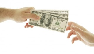 Scienziati che per denaro negano rischi ambientali e sanitari