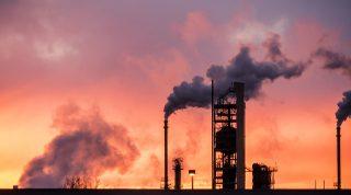 100 grandi aziende responsabili del 71% dell'inquinamento moderno, 35 attive contro le politiche climatiche